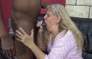 Oma im Interracialporno