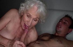 Oma blasen Porno