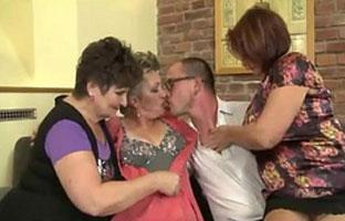Sex zu viert mit drei Frauen