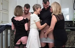 Sexy Omi Orgie